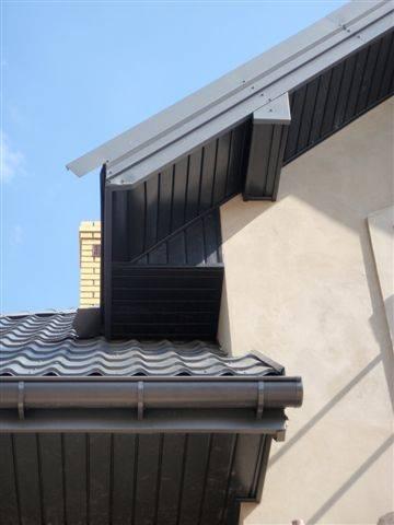Grafitowy dach jaka podbitka